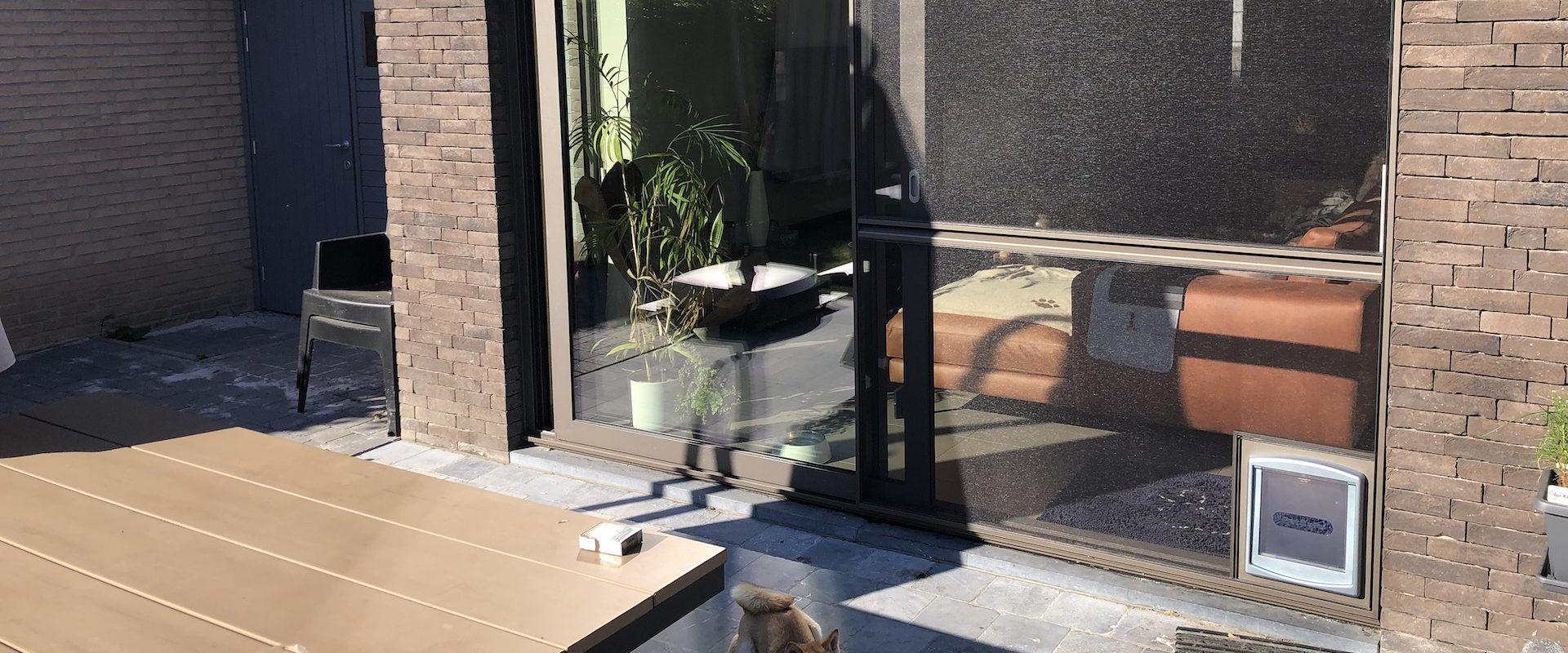 Schuifvliegendeur elegance met hondenluik medium